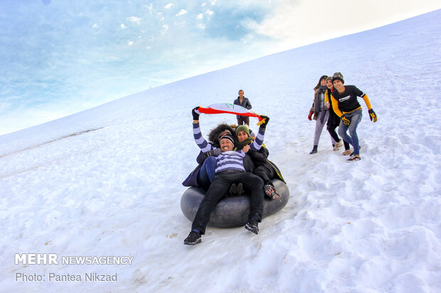 Snowfall brings happiness to western Iran