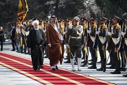 Katar Emiri Tahran'da resmi törenle karşılandı