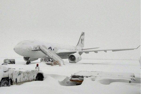 انجام پروازهای مشهد در هوای برفی امروز