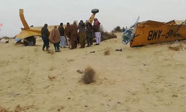 پاکستان کا فضائی اسپرے کرنے والاچھوٹا طیارہ گر کر تباہ / دو افراد ہلاک