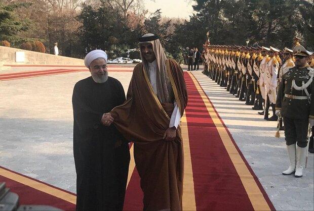 President Rouhani welcomes Qatari Emir in Tehran
