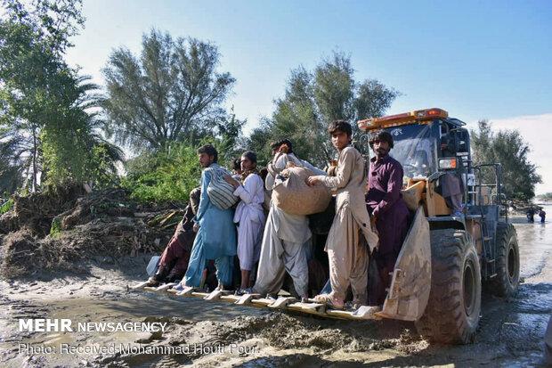 بسیج امکانات و اعزام نیروهای ستاد اجرایی امام به مناطق سیل زده