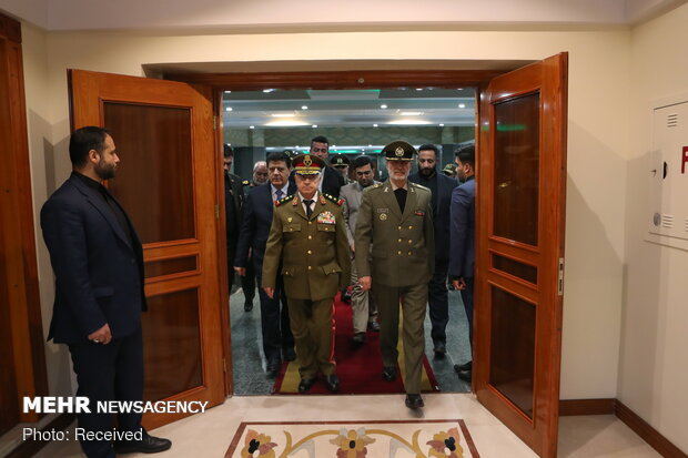 Iranian, Syrian defense ministers hold meeting in Tehran
