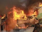 بھارت میں آر ایس ایس دہشت گردوں نے مسلمانوں کے درجنوں مکانات کو آگ لگا دی