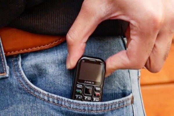 گوشی در ابعاد حافظه یو اس بی با ۷ روز باتری