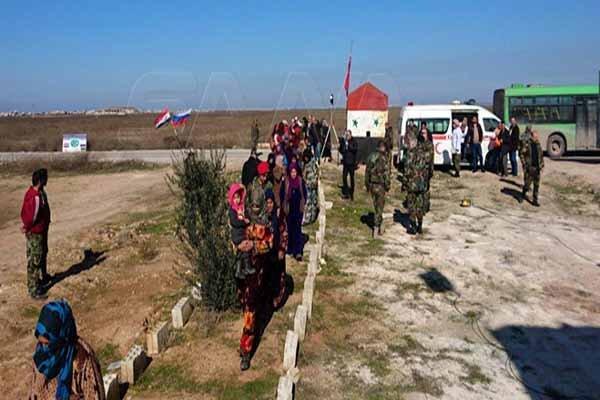 شمار زیادی از سوری ها از مناطق تحت کنترل تروریستها خارج شدند