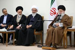 """استقبال قائد الثورة لأعضاء لجنة مؤتمر """"الفي شهيد لمحافظة بوشهر"""""""