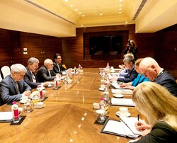ظريف يبحث مع وزير خارجية استونيا القضايا الاقليمية والاتفاق النووي في نيودلهي
