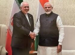 ظريف يبحث مع رئيس الوزراء الهندي سبل تعزيز التعاون الاقتصادي بين طهران ونيودلهي
