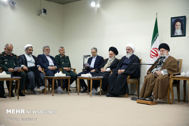 Leader's meeting with members of Bushehr province martyrs congress