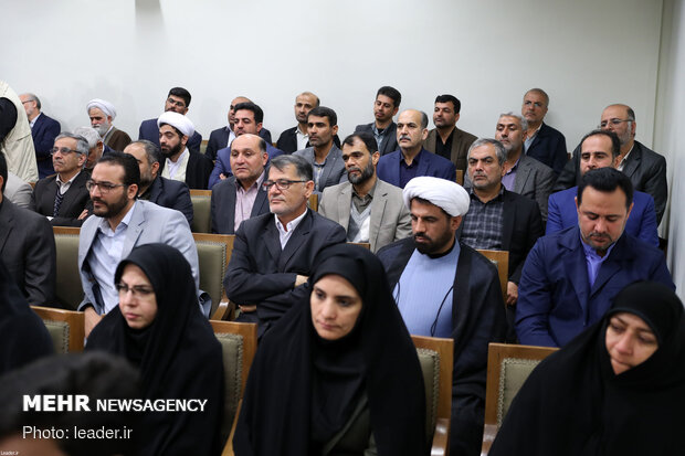 Leader's meeting with members of Bushehr Martyrs Congress