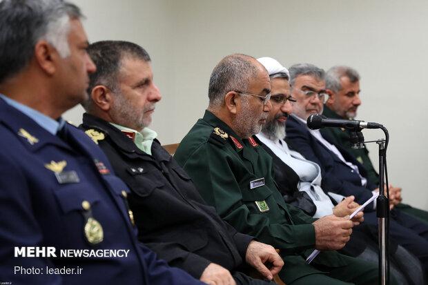 """قائد الثورة يستقبل اعضاء لجنة مؤتمر """"الفي شهيد لمحافظة بوشهر"""""""