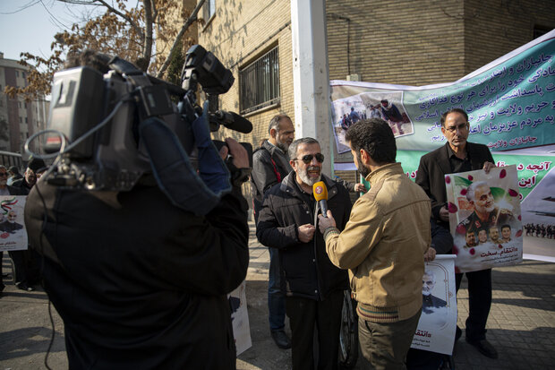 Gathering of Iranian war veterans in front of Swiss embassy