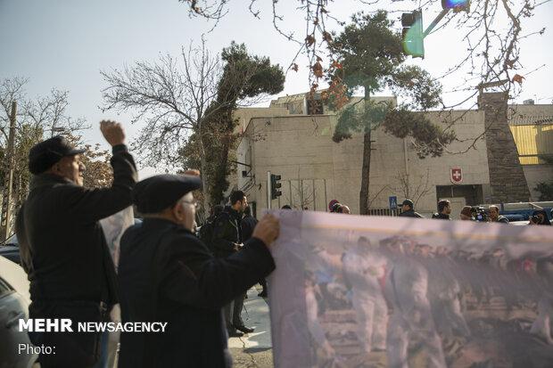تجمع جانبازان و ایثارگران مقابل سفارت سوئیس