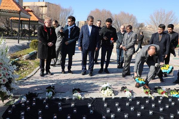 ادای احترام نمایندگان سیاسی تبعه هواپیمای اوکراینی به جانباختگان