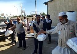پخت ۲۰۰۰ پرس غذای گرم در هر وعده برای سیل زدگان