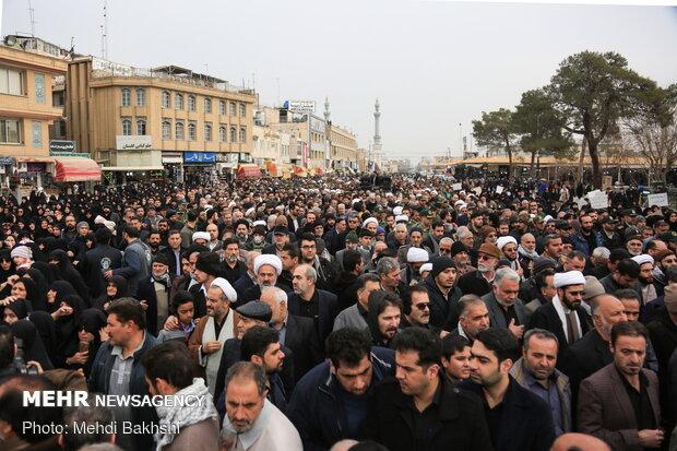 تشییع پیکر ۶ شهید حادثه سقوط هواپیما در حرم بانوی کرامت