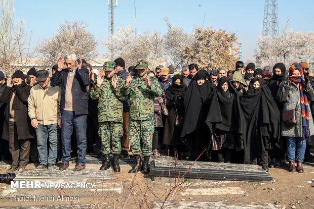 مراسم تشییع و تدفین پیکر الناز نبیی شهید سانحه هوایی در زنجان