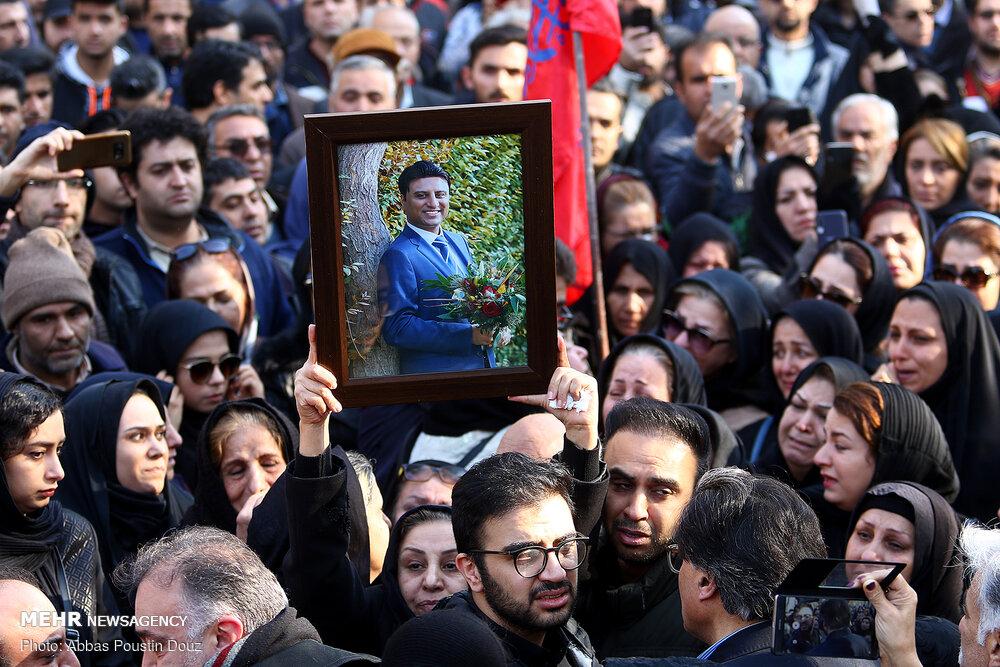 مراسم تشییع ۱۱ نفر از شهدای حادثه سقوط هواپیمای اوکراینی دراصفهان