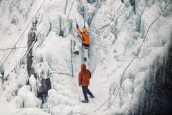 گنجنامہ منجمد آبشار میں یخ نوردی