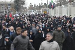 الشعب الايراني يتدفق شوقا في انتظار لقيا القائد