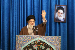 تہران میں نماز جمعہ رہبر معظم کی امامت میں ادا کی گئی