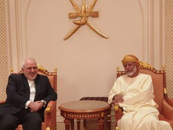 FM Zarif meets with Omani counterpart
