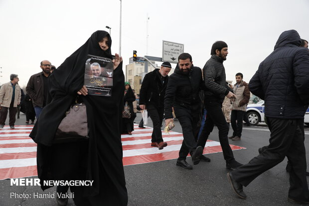 People gathering for Friday Prayers to be led by Ayatollah Khamenei