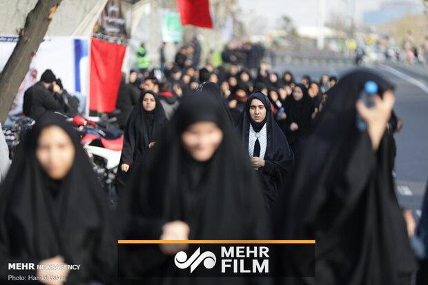 Vatandaşlar Tahran cuma namazına akın etti