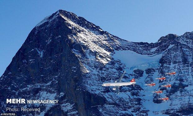 نمایش هوایی در افتتاحیه جام جهانی اسکی