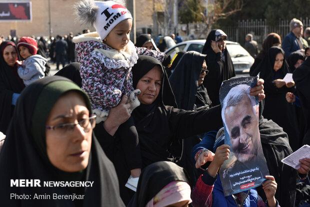 İran'da Devrim Muhafızlarına destek gösterisi