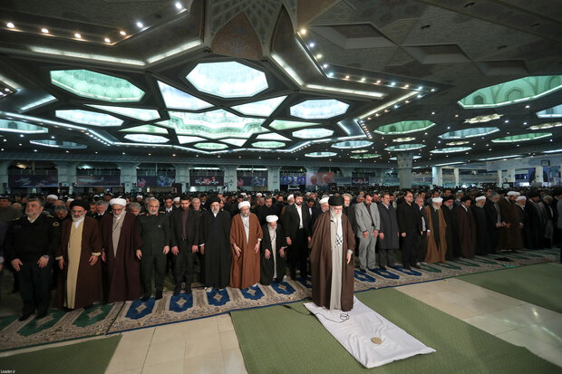 Leader of the Islamic Revolution leads Friday prayers