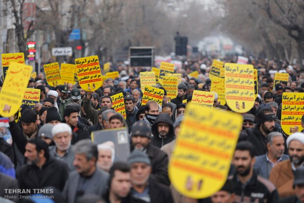 People renew allegiance to Islamic Revolution