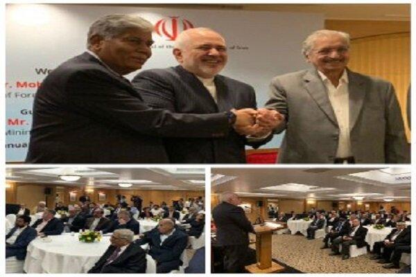Zarif discusses mutual trade coop. with Indian entrepreneurs, businessmen