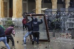 افزایش شمار زخمی های ناآرامی بیروت به ۲۲۰ نفر