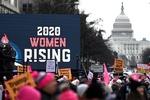 امریکی خواتین کا امریکی صدر ٹرمپ کے خلاف احتجاجی مظاہرہ