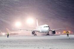 تعطيل الرحلات الجوية بمطار العاصمة طهران بسبب كثافة الثلوج المتساقطة