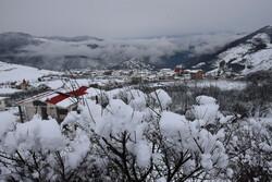 Heavy snowfall blankets Heyran pass