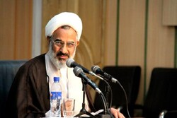 دشمن می خواهد انقلاب اسلامی را به دست انقلابیون از بین ببرد