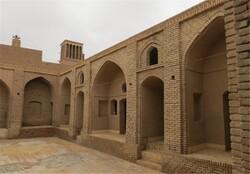 صحن کاروانسرای خان بافق مرمت می شود