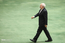 Zarif to discuss foreign policy developments with MPs on Wed.