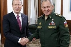 وزرای دفاع ترکیه و روسیه رایزنی کردند