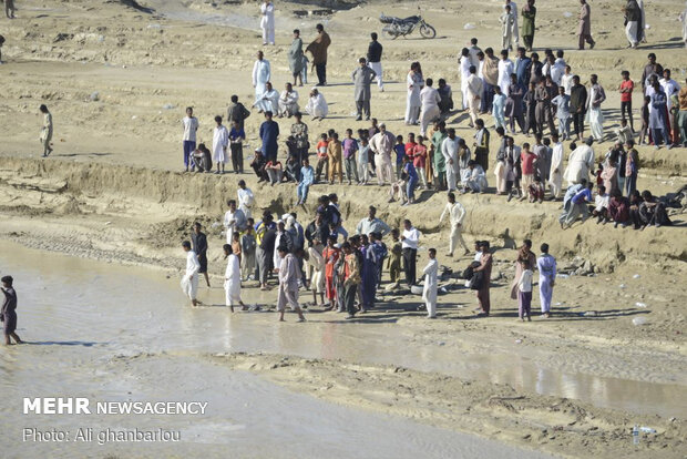 Relief-rendering situation in flood-hit areas in Sistan and Baluchestan prov.
