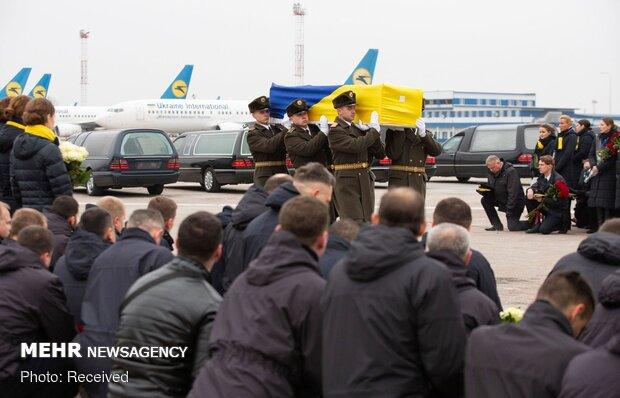 تشییع ۱۱ جان باخته اوکراینی سقوط هواپیما در کییف