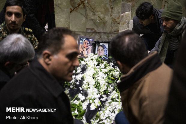 تشییع پیکر فروغ خادم از شهدای سانحه هواپیمایی اوکراین