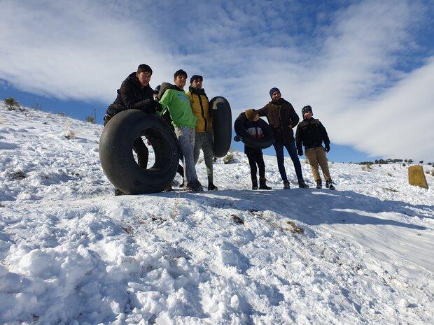 تیوپ سواری خانوادههای نهاوندی روی برف
