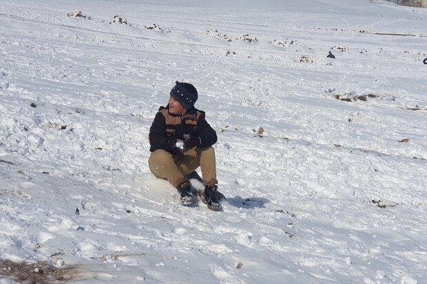 تیوپ سواری خانوادههای نهاوندی روی برف - کراپشده