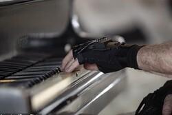 دستکش بیونیک قدرت انگشتان یک پیانیست را احیا کرد