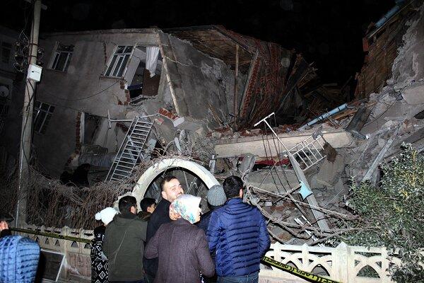 زلزله ۶.۸ ریشتری ترکیه را لرزاند/ ۱۸نفر کشته و ۵۰۰ نفر زخمی شدند