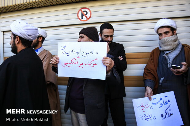 Seminary students gather in Qom due to UK envoy's return to Iran